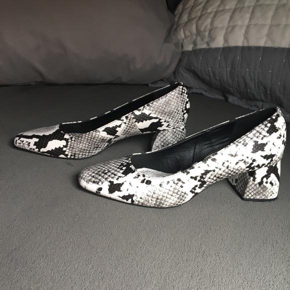 Zara Shoes - Zara 39 snake skin pumps